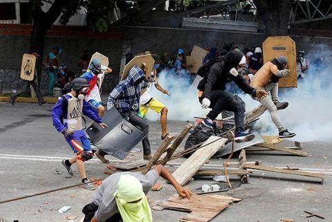 Las violentas protestas de la oposición venezolano ha dejado varios muertos de ambos bandos.