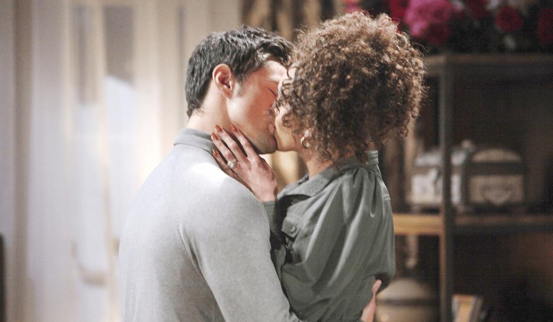 Thomas, Zoe kiss Bold and Beautiful