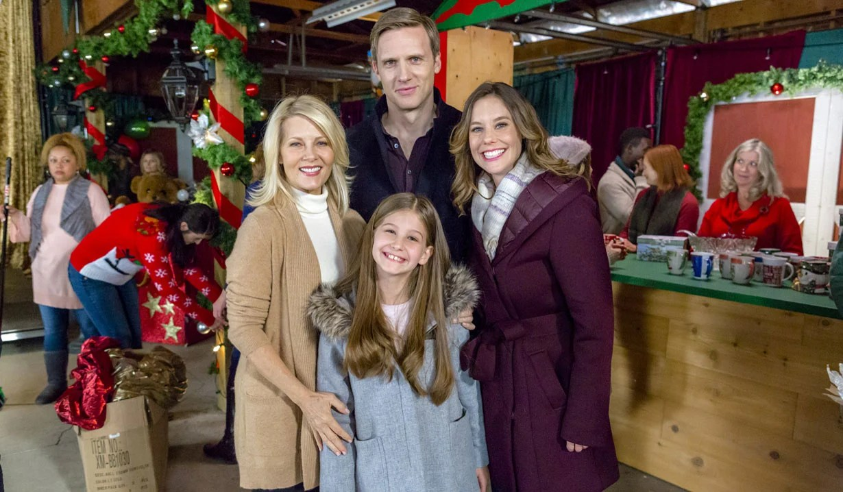Christmas At Holly Lodge Cast.Alison Sweeney In Hallmark S Countdown To Christmas Movie