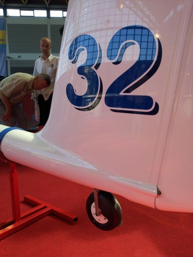 The tail of the ASG 32 Mi was newly designed to accomodate the retractable tailwheel.