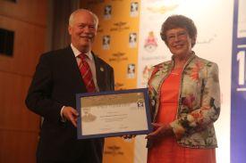 Yvonne recieves Tissandier Award