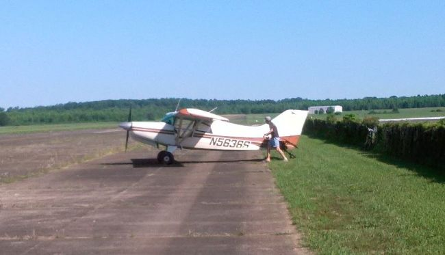 Ted Beckwith preflighing the Eagleville towplane