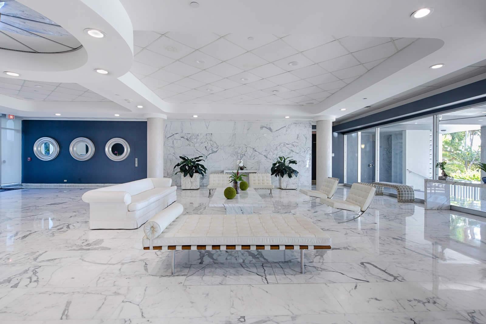 Appartement Luxueux Et Lumineux Avec Hauts Plafonds Face