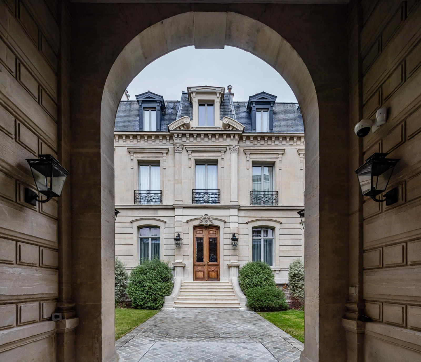 Private Mansion For Sale In Le Marais Paris 4 Bedrooms