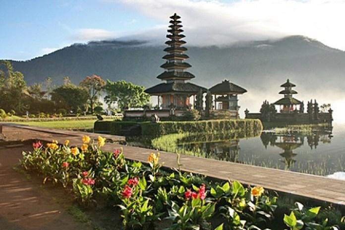 Mereguk Pesona Elegan Danau Beratan, Bedugul Bali
