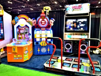 Pump It Up, All Aboard, Dino Family на выставке IAAPA