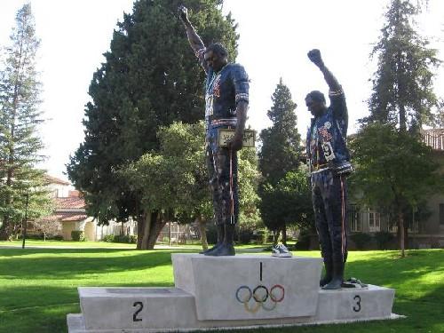 Monumento dedicado a Smith y Carlos, en San José, California