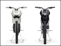 Moto ENV en blanco y negro, vista de frente / foto de www.intelligent-energy.com
