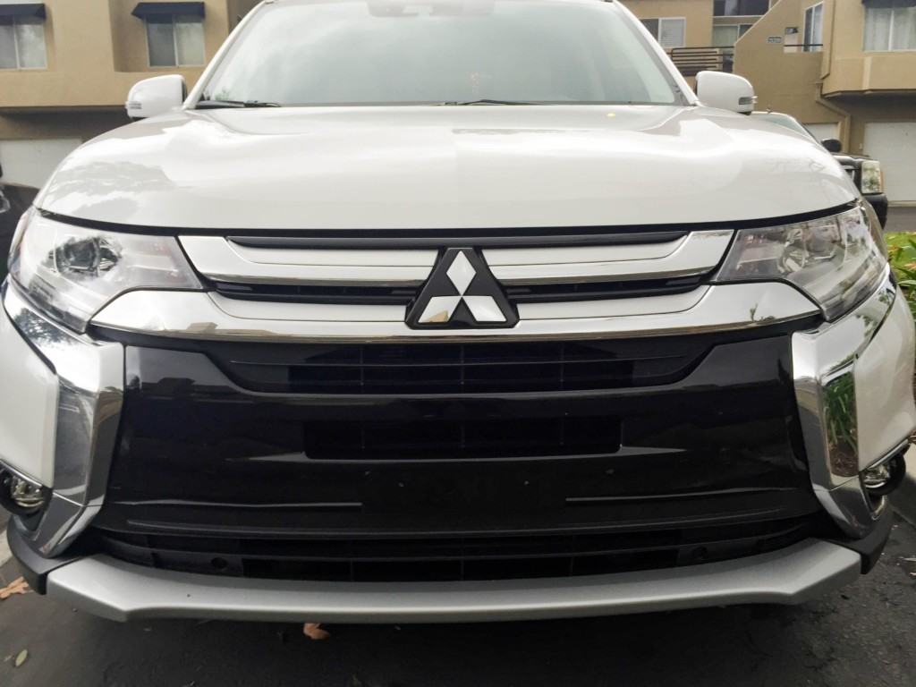 Are you looking for a new vehicle? Check out the all new 2017 Mitsubishi Outlander GT, whihc goes beyond seating 7 passengers with its standard third row. It features sophisticated upgrades like available heated front seats and steering wheel, front dual-zone automatic climate control and premium Rockford Fosgate® surround sound.