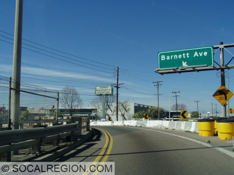 Barnett Ave exit heading northbound. Note the wooden railing and freeway style exit sign.