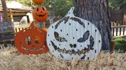 Hey! More pumpkin decorations