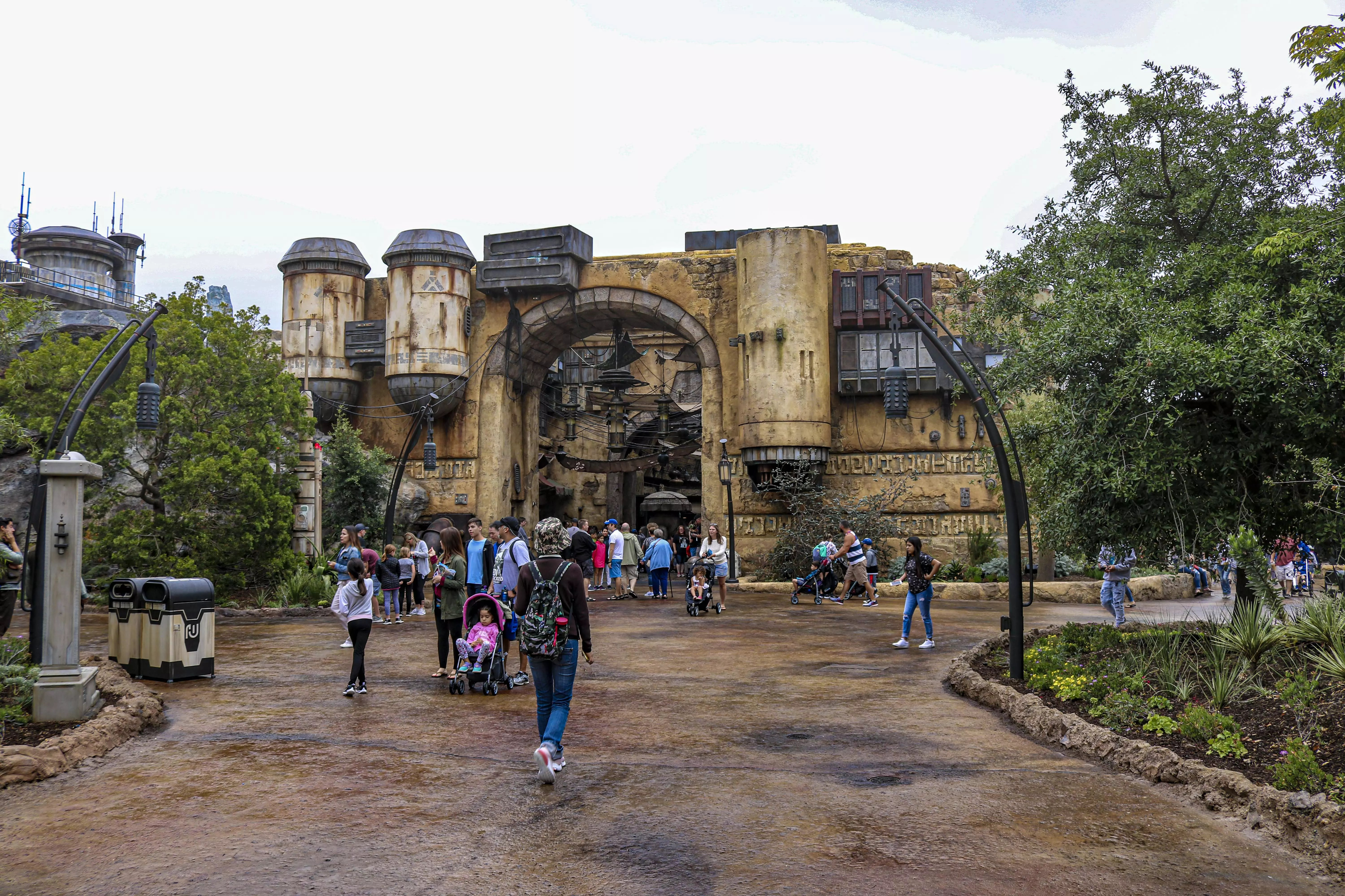 Travelers venture into the stormy day ahead at Star Wars: Galaxy's Edge.