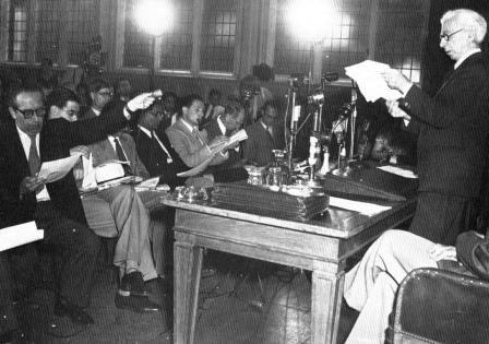Russell annoncerer Russell-Einstein Manifesto. London, 9. juli 1955 Kilde http://www.pugwash.ru/history/documents/333.html. Forfatter: Pugwash Udvalg. Public Domain.