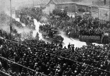 Kina under det Store Spring: Offentlige ansatte sendes på landet for at arbejde 5 juli 1957