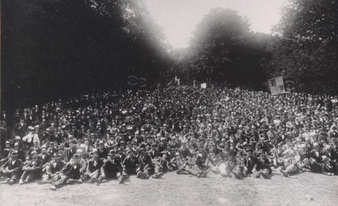 Arbejdsmændenes udflugt til Ulvedalene under lockouten i 1899. Kilde: Arbejdermuseet