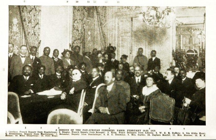 "A session of the Pan-African Congress, Paris, February 19-22, 1919. W.E.B. Du Bois er markeret med nr. 4. Image from ""Crisis, A Record of the Darker Races"", (Vol. 18, No. 1, May 1919) Date: 19 February 1919. Source: ""Crisis, A Record of the Darker Races"", (Vol. 18, No. 1, May 1919) Photo: Unknown. Public Domain."