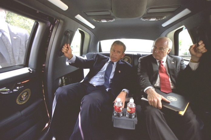 President Bush and Vice President Cheney in the Presidential Limousine. 13. august 2002. From: Collection: Vice Presidential Records of the Photography Office (George W. Bush Administration), 1/20/2001 - 1/20/2009
