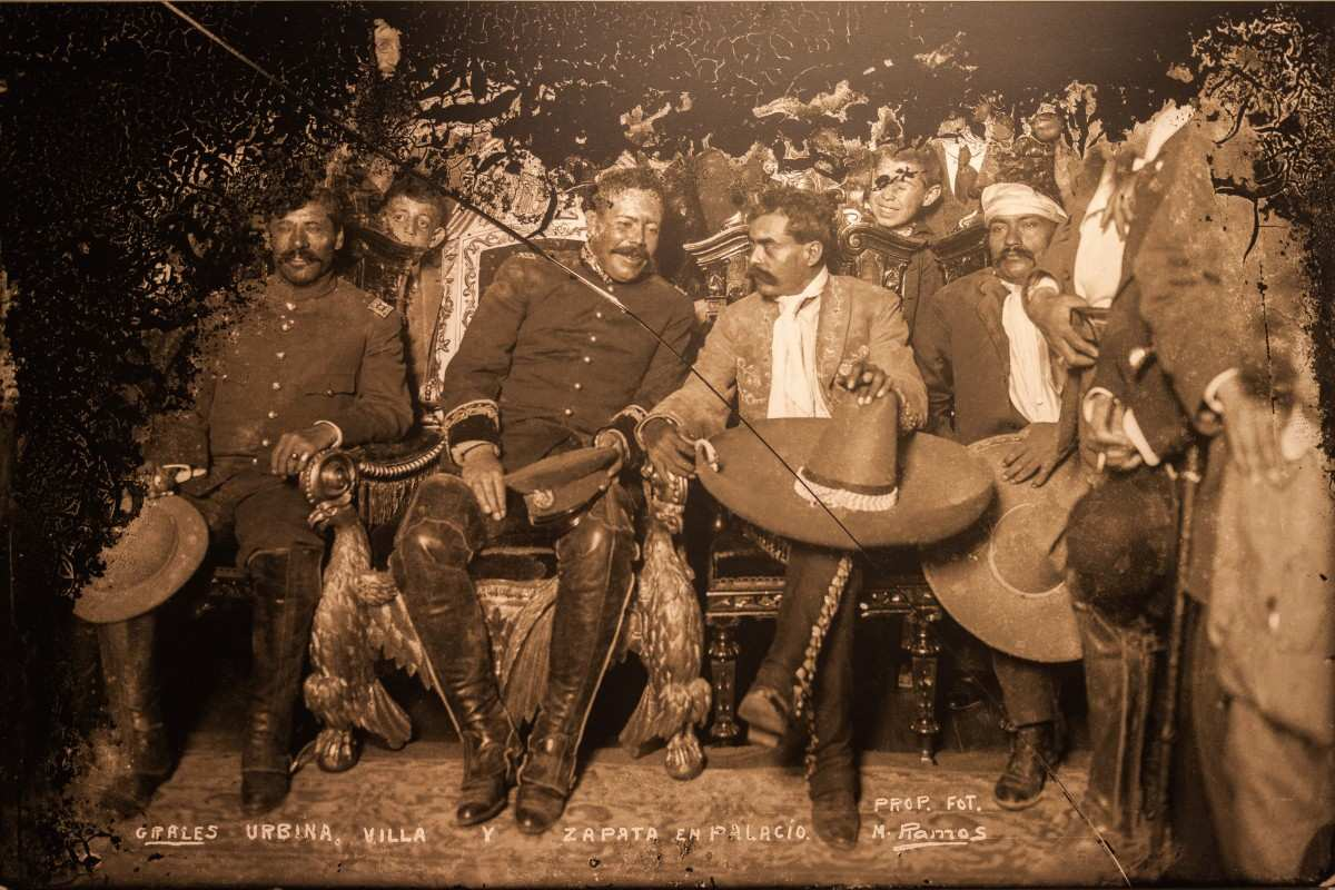 Tomás Urbina, Pancho Villa and Emiliano Zapata in the National Palace, Museum of the City of Mexico, Mexico City, Mexico. 6. december 1914. Fuente: Trabajo propio. Foto: M. Ramos