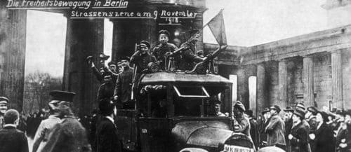 Die Freiheitsbewegung in Berlin. Strassenszene am 9 November 1918