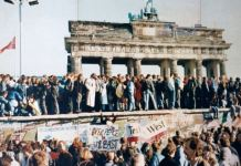 The Fall of the Berlin Wall, 1989. The photo shows a part of a public photo documentation wall at the Brandenburg Gate, Berlin. The photo documentation is permanently placed in the public. Photo: Original photo by unknown author. Reproduction from public documentation/memorial by Lear 21 at English Wikipedia.