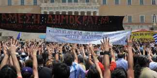 Demonstrations in front of the Greek parliament - Moutza against the parliament (29 June 2011) The most traditional gesture of insult among Greeks: it consists of extending all fingers of one or both hands and presenting the palm or palms towards the person to be insulted in a forward motion. Photo: Ggia (CC BY-SA 3.0) Source: https://commons.wikimedia.org/wiki/File:20110629_Moutza_demonstrations_Greek_parliament_Athens_Greece.jpg
