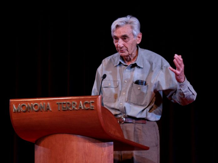 Howard Zinn speaking. Taken on May 2, 2009 by Jim. Source: https://www.flickr.com/photos/86886338@N00/4311608769/in/photostream/ (CC BY-SA 2.0).