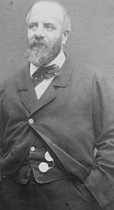 Eugène Pottier fotograferet mellem 1870 og 1875. Kilde: http://www.geocities.com/marxist_lb/PAR00459.jpg. Public Domain