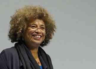 Català: Angela Davis, 4 October 2017. Kilde: http://www.cccb.org/ca/activitats/fitxa/la-revolucio-avui/227336 Foto: Columbia GSAPP (CC BY 2.5)