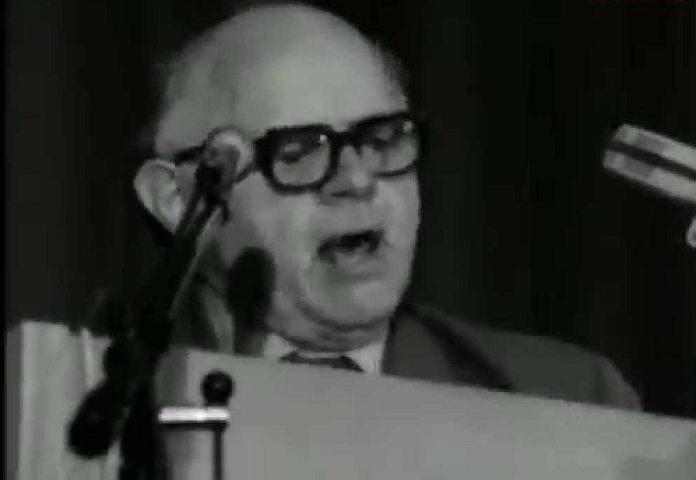 Carl Madsen taler på DKPs Landsmøde 1974 (Billede fra Video optaget af KPNetTV)