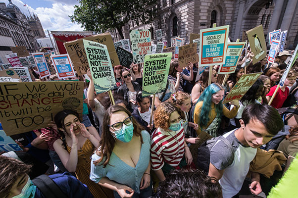 Climate strikers demanding justice for the planet. (Pic: Guy Smallman). Kilde: https://socialistworker.co.uk/art/48608/Strike+to+stop+climate+chaos