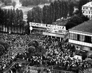 Besættelsen af skibsværftet i Gdansk, fører til dannelsen af Solidaritet.