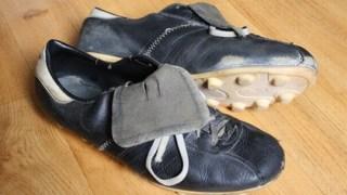 サッカースパイクのソールが剥がれてしまった時の修理方法!