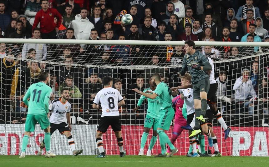 Thibaut Courtois pounces at Mestalla 1