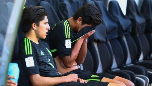 Mexico can't capitalize on chances