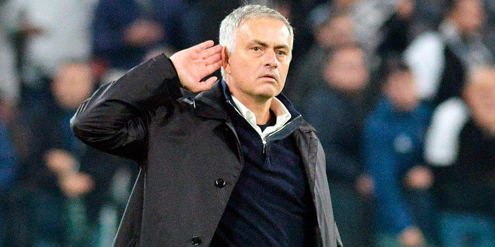 Manchester United Resmi Berhentikan Jose Mourinho