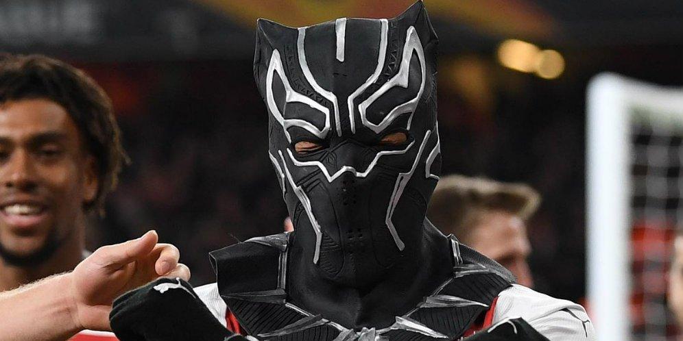 Black Phanter Muncul Di Emirates Stadium, WAKANDA FOREVER !