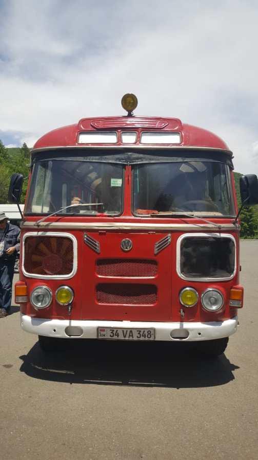 Notre bus pour aller visiter la cascade proche de la station thermale de Djermouk