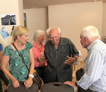 Accueil d'un charmant monsieur de 90 ans au cours d'un repas improvisé.