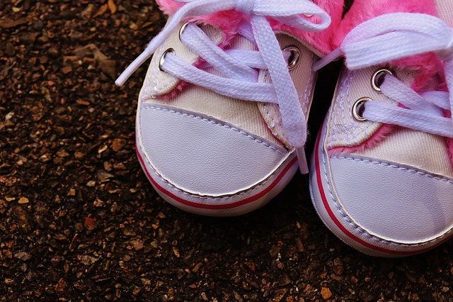 baby-shoes-1796580_640