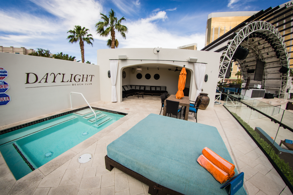 Daylight Beach Club | Las Vegas Dayclub | Social Crowd Media