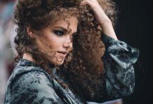 Žena sa afro frizurom postala viral na LinkedIn-u