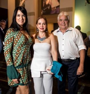 Sara Viñas de Soñé, Joselyn de Santana y Raymond Soñé