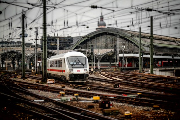 train-travel-social-magazine