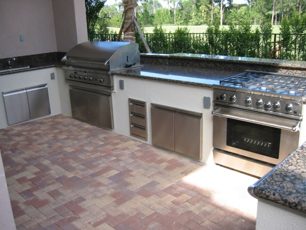 6 Outdoor Kitchen Must-Haves
