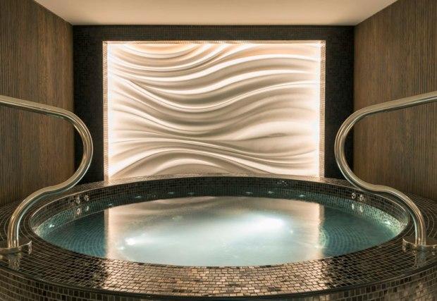 Sheraton-Grand-Hotel,-Dubai--Shine-Spa--Jacuzzi