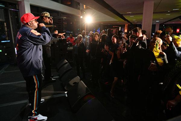 Big-Boi-Singing-to-Crowd