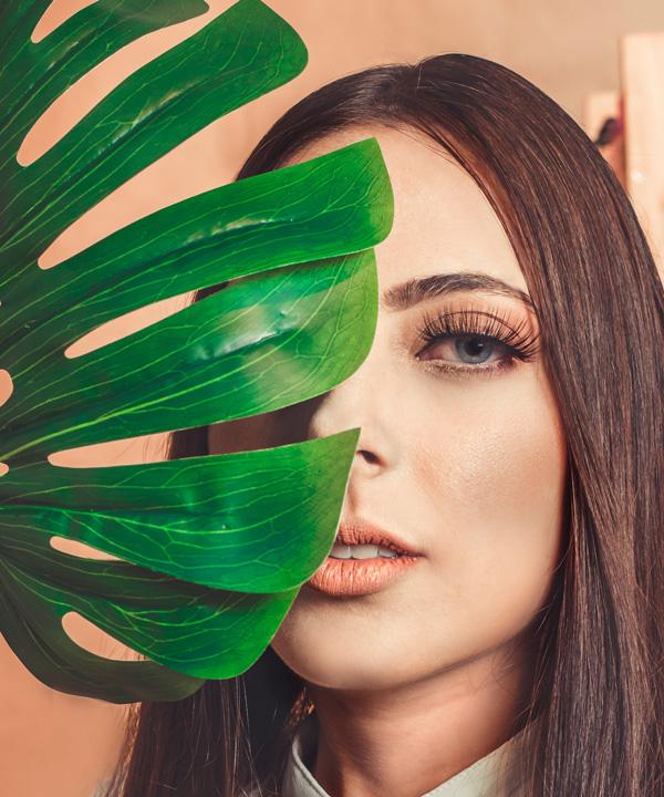 beautiful-woman-brunette-close-up-2065912