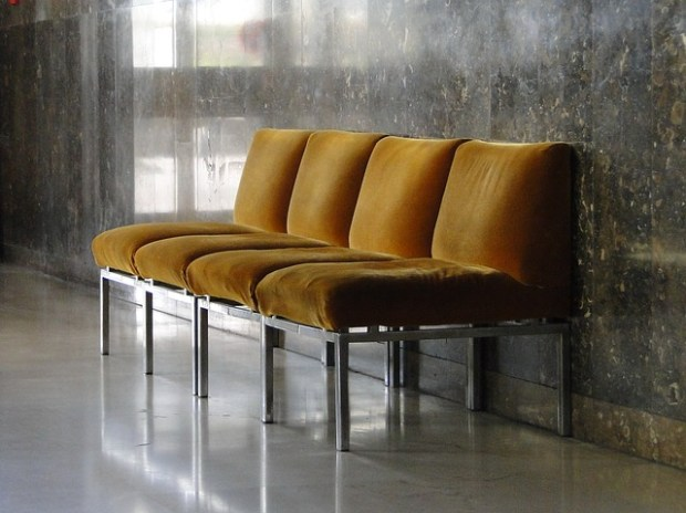 chairs-1032870_640