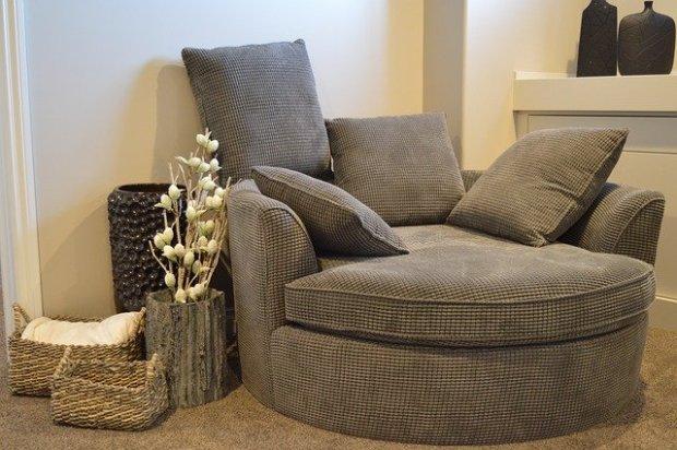 sofa-1078931_640