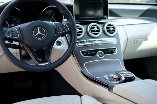 car-2220057_640